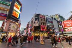 12月5,2017最大的购物街道Myungdong在汉城 库存图片
