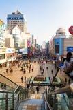 12月2012年-青岛,中国-台东走的街道 免版税图库摄影