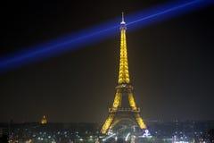 巴黎- 3月17 :艾菲尔铁塔在巴黎照亮了,从Trocadero的看法, 2012年3月17日,法国 免版税库存照片