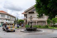 6月30,2018 :jeepney的游人乘坐在Las住处菲律宾女人,巴丹省,菲律宾 免版税库存照片