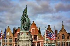 1月Breydel雕象和彼得de Coninck在布鲁日 图库摄影