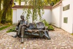 1月Karski纪念长凳在卡齐米日,克拉科夫,波兰 库存照片
