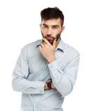 有一个严肃的表示的一个年轻有胡子的人在他的面孔isolat 免版税图库摄影