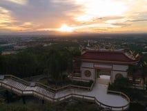 有一个中国式屋顶的Sala观光的,在山 Kho洪山,泰国 库存照片