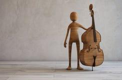 有一个低音提琴的音乐家在一间白色演播室屋子 图库摄影