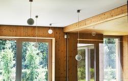 有一个全景窗口的设计室 库存照片