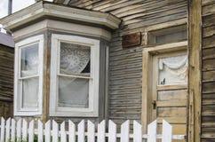 有一个凸出的三面窗的一个房子在圣Elmo镇在科罗拉多 免版税图库摄影