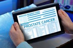 有一个前列腺癌诊断的病人在他数字式医疗 图库摄影