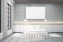 有一个双人床、海报和两盏灯的主卧室 免版税库存图片