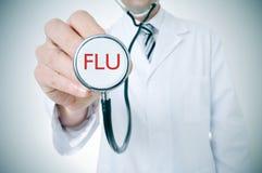 有一个听诊器的医生有词流感的, vignetted 免版税库存照片
