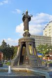 有一个喷泉和纪念碑的城市广场对圣洁Martyre 库存照片