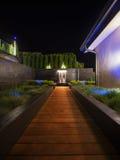 有一个喷泉的豪华庭院在晚上 图库摄影