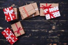 有一个地方的八个礼物盒拷贝空间的 库存图片
