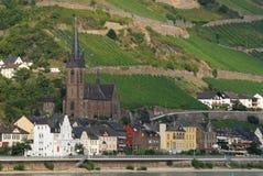 有一个大教会的小国家莱茵河谷的在德国 免版税库存照片