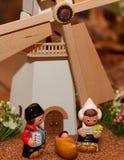 有一个大磨房的荷兰小儿床在背景3中 免版税库存图片