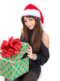 有一个大箱子礼物的快乐的妇女 库存照片