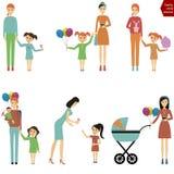 有一个孩子的母亲步行/妈妈的有吃棉花的孩子的 免版税图库摄影
