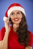 有一个巧妙的电话的愉快的妇女 库存图片