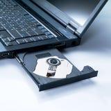 有一个开放盘的膝上型计算机 免版税库存照片