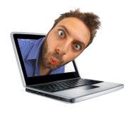 有一个惊奇的表示的男孩在膝上型计算机 免版税库存照片