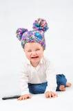 有一个手机的哭泣的婴孩 免版税库存照片