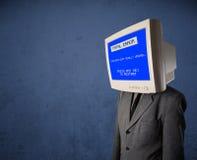 有一个显示器头和致命错误蓝色屏幕的人在二 免版税图库摄影