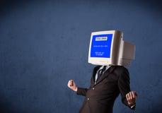 有一个显示器头和致命错误蓝色屏幕的人在二 免版税库存图片