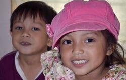 有一个桃红色帽子的小亚裔女孩 库存照片