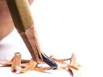 有一个残破的技巧的特写镜头铅笔在白色背景 免版税库存照片