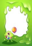有一个气球的小妖怪在空的模板前面 库存照片