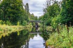 有一个水闸的运河在末端 免版税库存照片