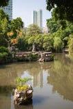 有一个池塘的城市公园在澳门 免版税库存图片