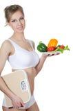 有一个牌照的美丽的女孩有蔬菜的 免版税库存照片