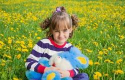 有一个玩具的小女孩在她的手上 库存图片