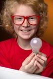 有一个电灯泡的男孩。 库存照片