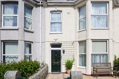 有一个白色门面的豪华apartament房子,康沃尔郡,英国 库存照片