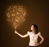 有一个社会媒介气球的女实业家 免版税库存图片