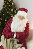 有一个空的袋子的圣诞老人 免版税库存照片