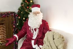 有一个空的袋子的圣诞老人 库存图片
