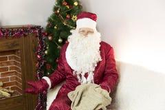 有一个空的袋子的圣诞老人 库存照片