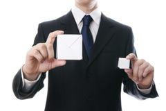 有一个立方体的商人在手上 免版税库存照片