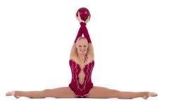 有一个红色球的美丽的女孩体操运动员 图库摄影
