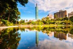 有一个美丽的湖的一个公园在台北 免版税图库摄影