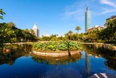 有一个美丽的湖的一个公园在台北 免版税库存图片
