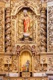 有一个耶稣基督图象的巴洛克式的被镀金的教堂在圣塔伦里面看见大教堂 免版税库存照片