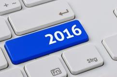 有一个蓝色按钮的键盘- 2016年 库存照片