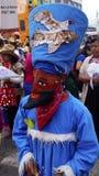 有一个蓝色服装和红色面具的墨西哥舞蹈家 免版税库存照片