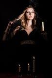 有一个蜡烛的害怕的少妇 图库摄影