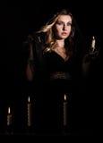 有一个蜡烛的害怕的少妇 库存照片