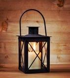 有一个蜡烛的灯笼在与copyspace的树 库存照片